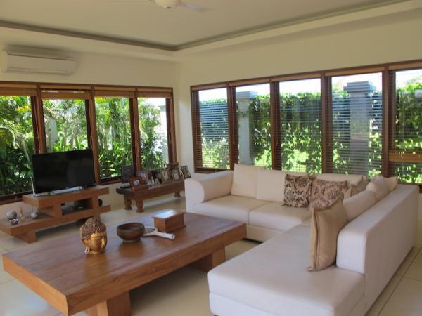 Living area #1